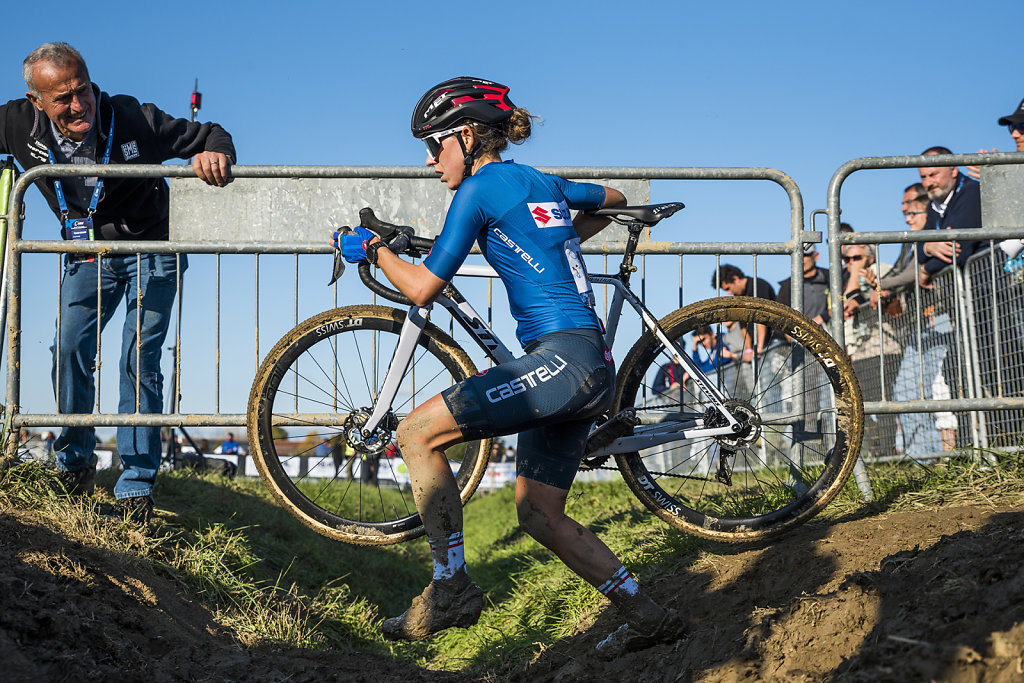asoggetti-ciclocross-fan-and-cyclist.jpg