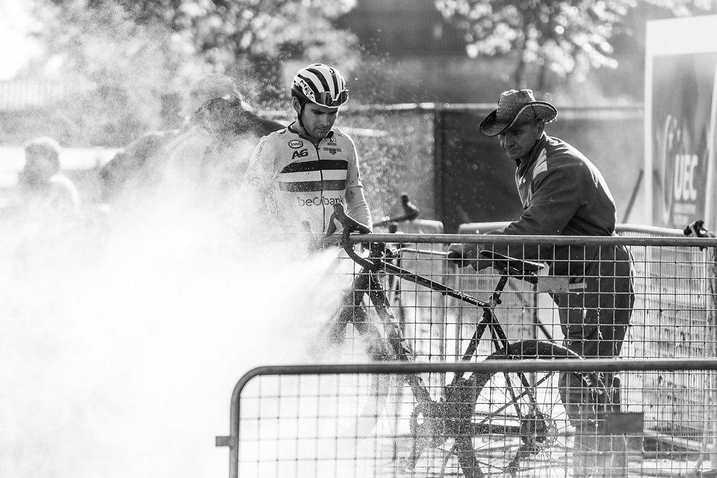 asoggetti-ciclocross-bike-cleaning.jpg