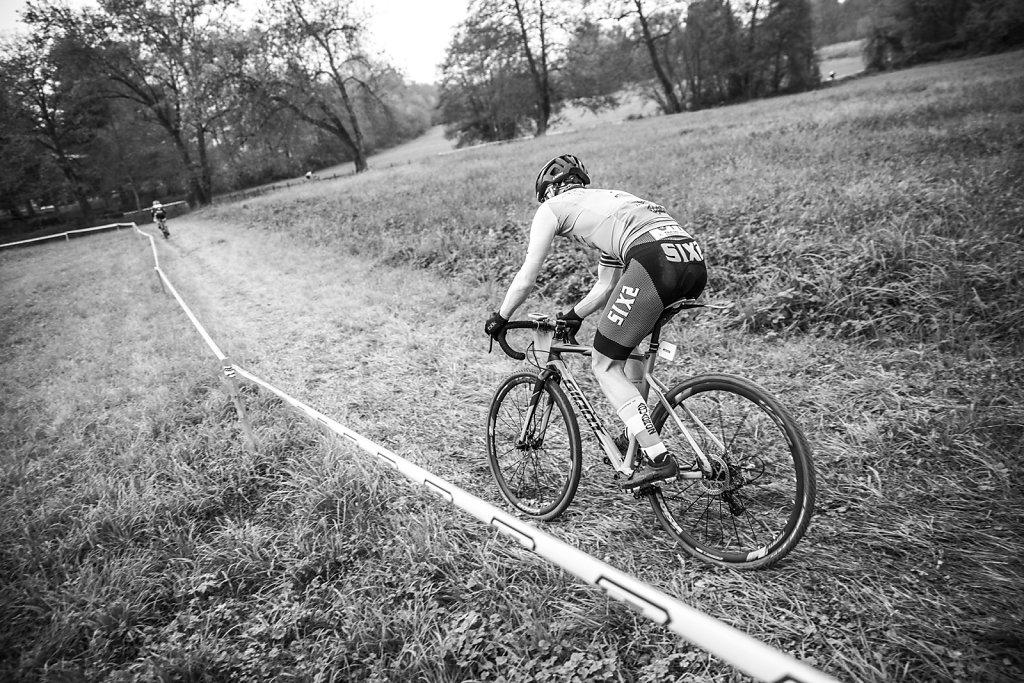 asoggetti-ciclocross-racer-grass.jpg